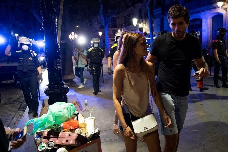 """""""Botellón"""": hasta 40 mil personas bebiendo en la calle tras término de restricciones en España"""