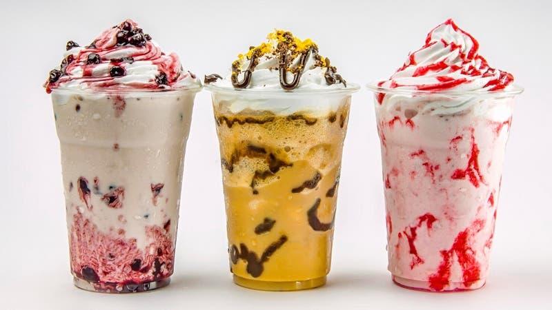 """Joven se """"venga"""" de cliente y le echa salsa agridulce a su helado: lo despidieron"""
