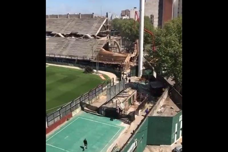 Derrumbe en una tribuna del estadio de Ferro: confirman una persona herida