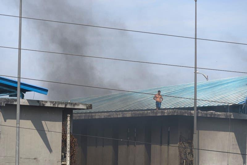 Estado de excepción para sistema carcelario: suben a 116 los muertos en motín en cárcel de Guayaquil