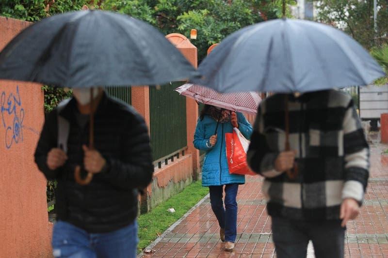 """¿Lluvia en Santiago? Posibilidad de """"gotas ocasionales"""" en algunos sectores este viernes"""