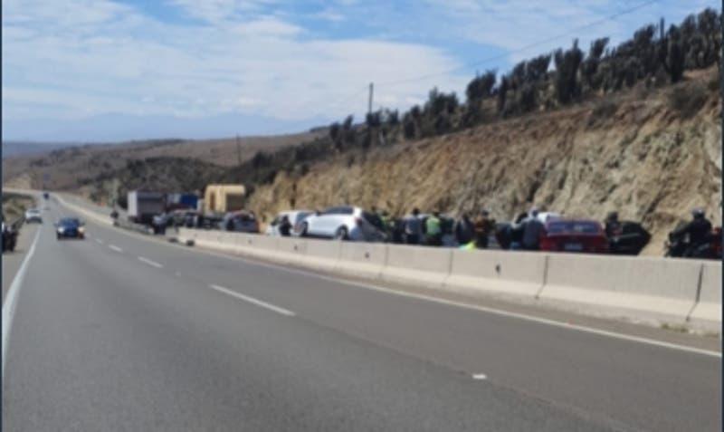 Accidente múltiple en la Ruta 5 Norte deja a un fallecido y 16 personas lesionadas