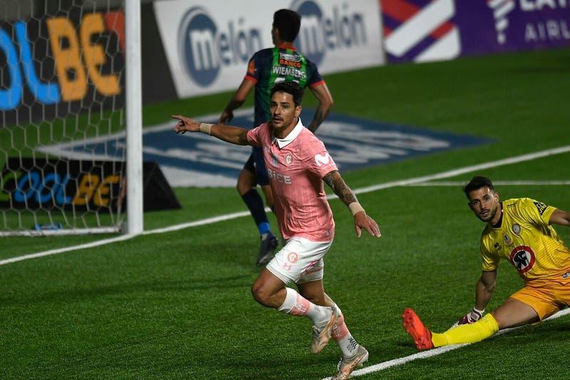 Católica demostró su jerarquía y venció 2-0 a La Calera: Quedó a solo dos puntos de Colo Colo