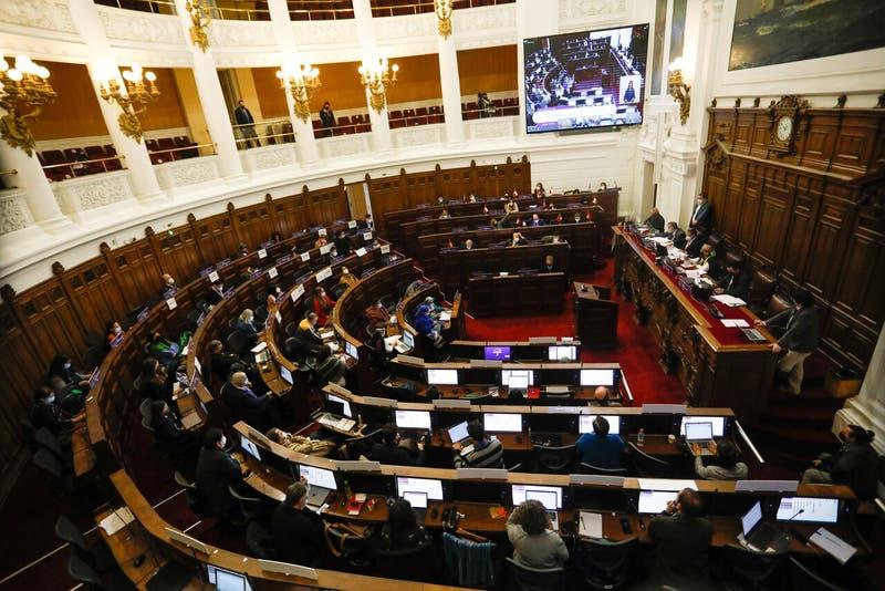 Gobierno entregará $976 millones para asignaciones de convencionales constituyentes