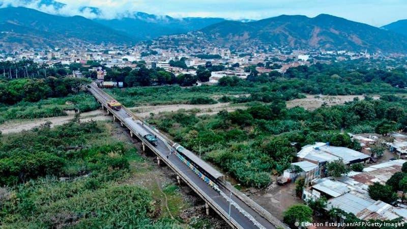 Venezuela reabre frontera con Colombia tras años de cierre
