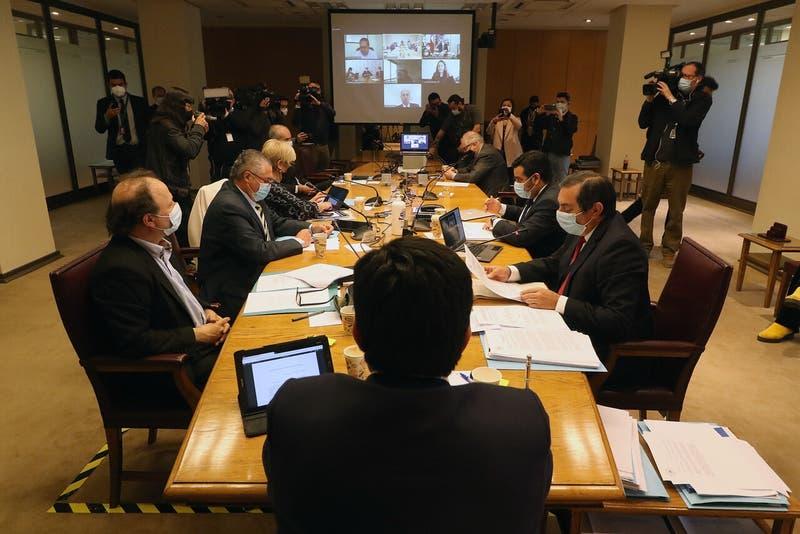 Cuarto Retiro: Comisión de Constitución recibió a ministros y continuará discusión la próxima semana