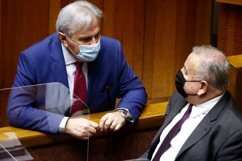 Senadores UDI presentan proyecto para retirar el 100% de los ahorros de AFP con tope de $2 millones
