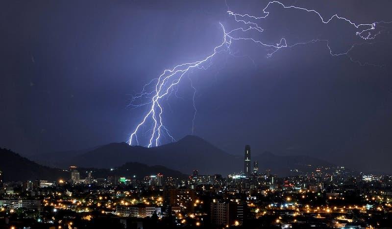 De Valparaíso a Biobío: emiten aviso meteorológico por probables tormentas eléctricas