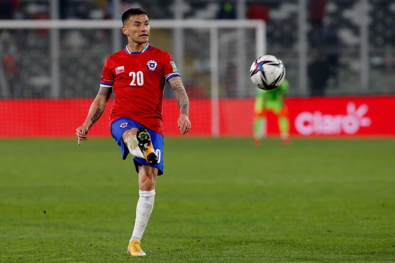 Los ocho jugadores de La Roja que están al borde de la suspensión en el duelo frente a Perú
