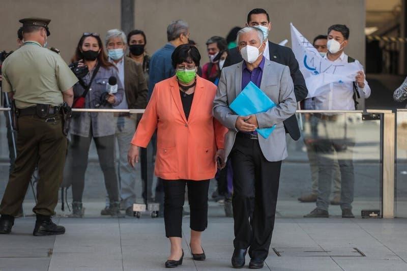 Profesores entregan carta a Piñera para que retire veto a proyecto sobre el estatuto docente