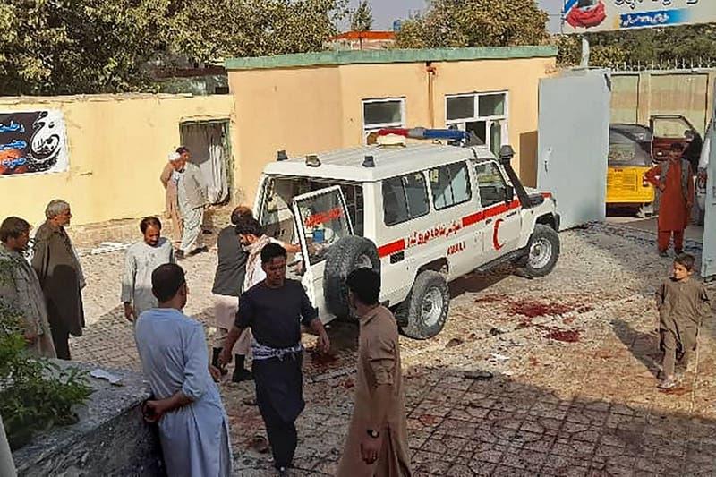 Al menos 50 muertos tras atentado suicida en mezquita de Afganistán