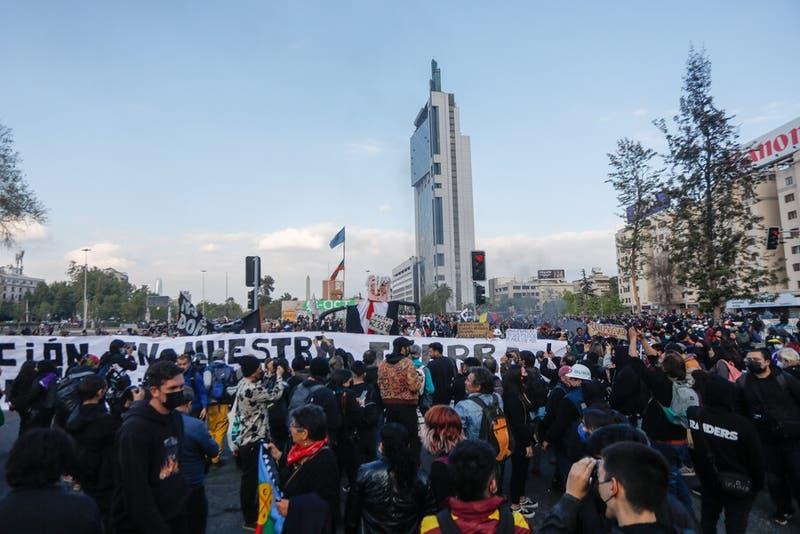 Cortes de tránsito se registran en Santiago y Providencia por manifestaciones