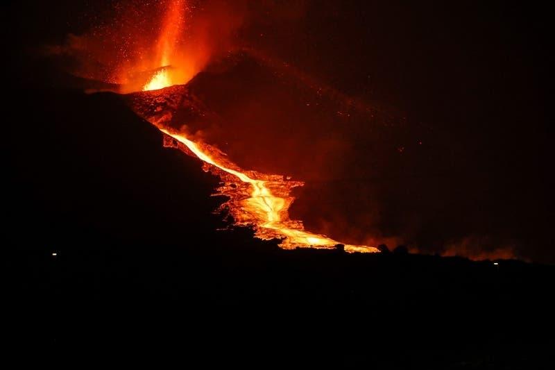 España: Derrumbe en cara norte del volcán Cumbre Vieja acelera salida del magma