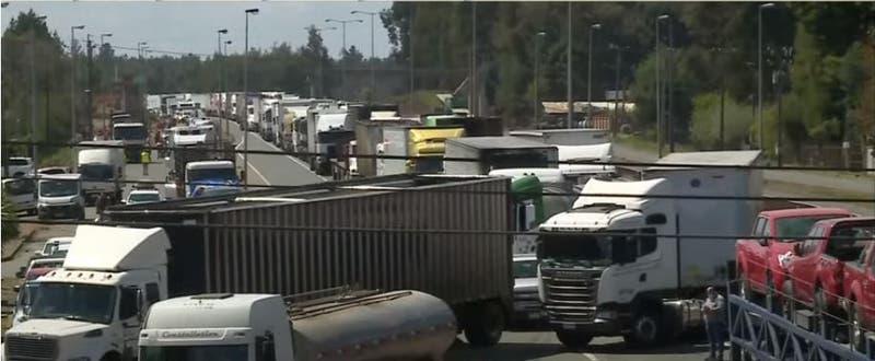 [VIDEO] Camioneros suspenden temporalmente manifestaciones en el sur del país