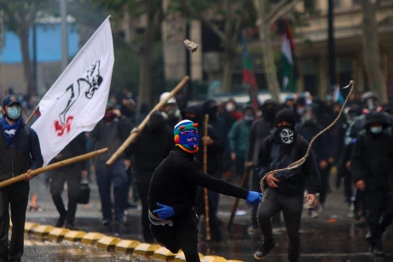Una mujer herida por fuegos artificiales y 10 detenidos dejó incidentes en Plaza Italita