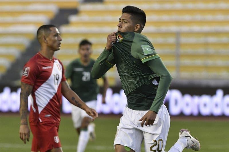 Bolivia vence a Perú cuando el partido se iba y deja Chile penúltimo