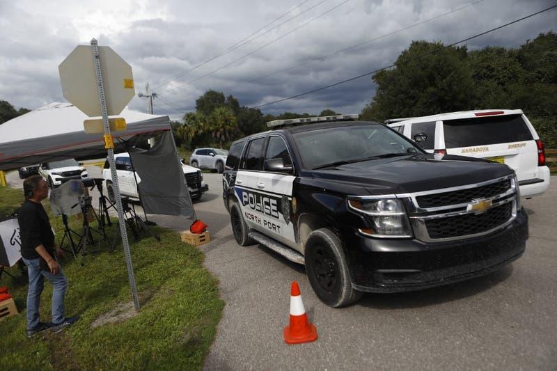 EE.UU: Detiene en Florida a 32 migrantes cubanos ocultos en una lancha remolcada