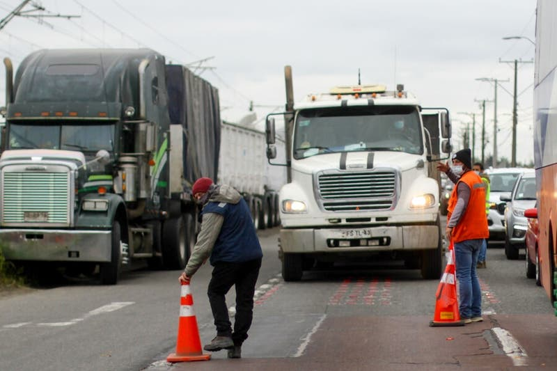 Camioneros deponen bloqueo de rutas en la Macrozona Sur tras anuncio de Estado de Excepción