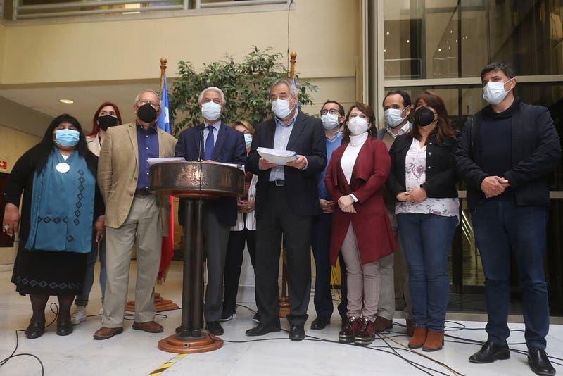 Diputados de oposición presentan acusación constitucional contra Presidente Piñera