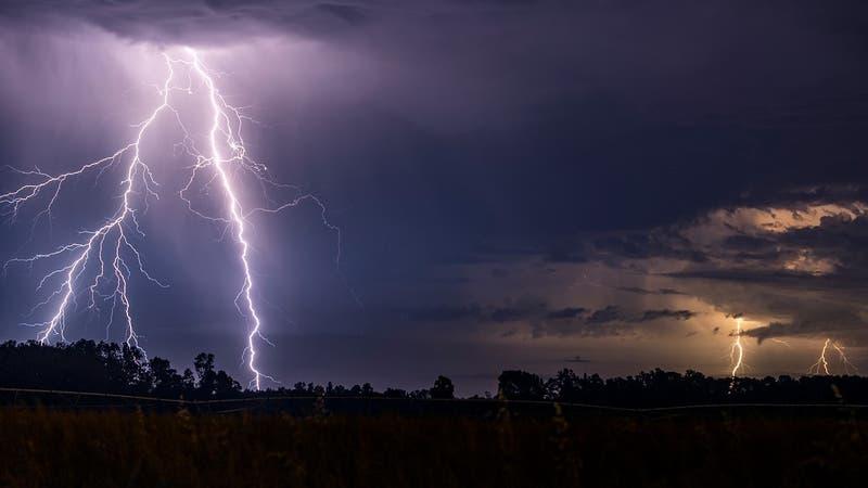 En cinco regiones: Pronostican tormentas eléctricas y vientos a partir de este miércoles