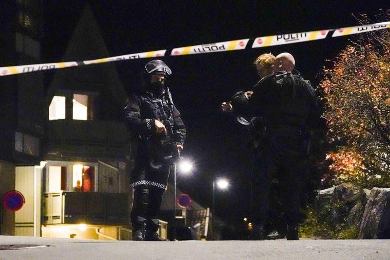 """Policía no descarta que ataque con arco y flecha en Noruega fuera un """"acto terrorista"""""""
