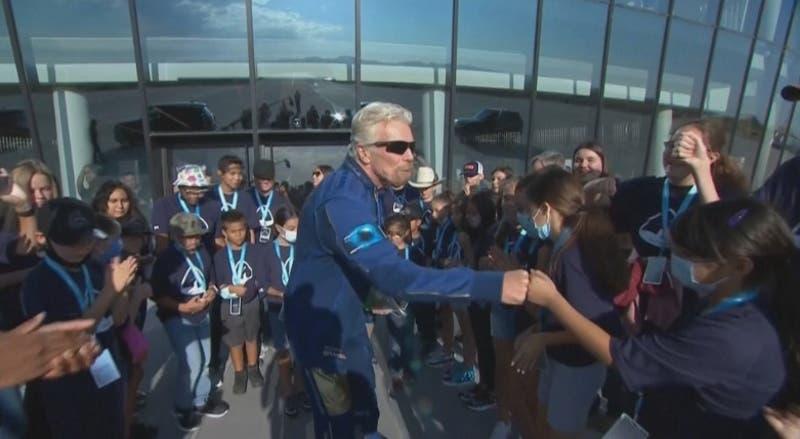 A los 90 años William Shatner cumple su sueño de ir al espacio