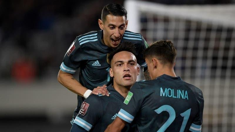 Argentina derrota a Perú en Buenos Aires y le tiende una mano a Chile