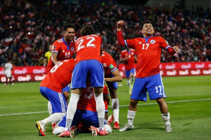 Con goles de Pulgar y Bereton, Chile golea a Venezuela y sigue en carrera para Qatar
