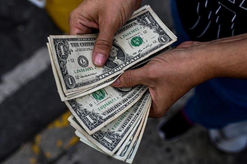 Dólar en Chile se sacude del fuerte avance del cobre y continúa subiendo