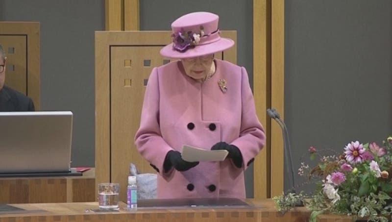 """[VIDEO] Reina Isabel critica a líderes que no van a la COP 26: """"Hablan pero no hacen"""""""