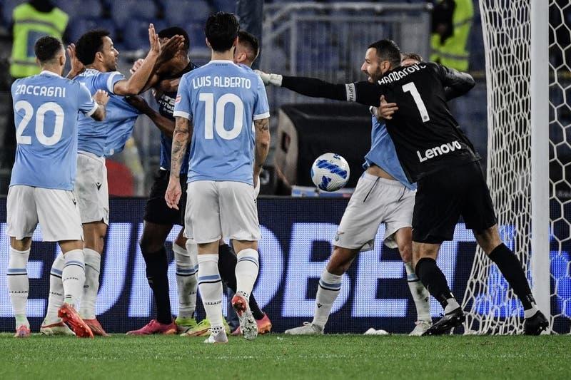 Escándalo en Inter-Lazio: Partido termina con tremenda pelea, un jugador llorando y posible racismo