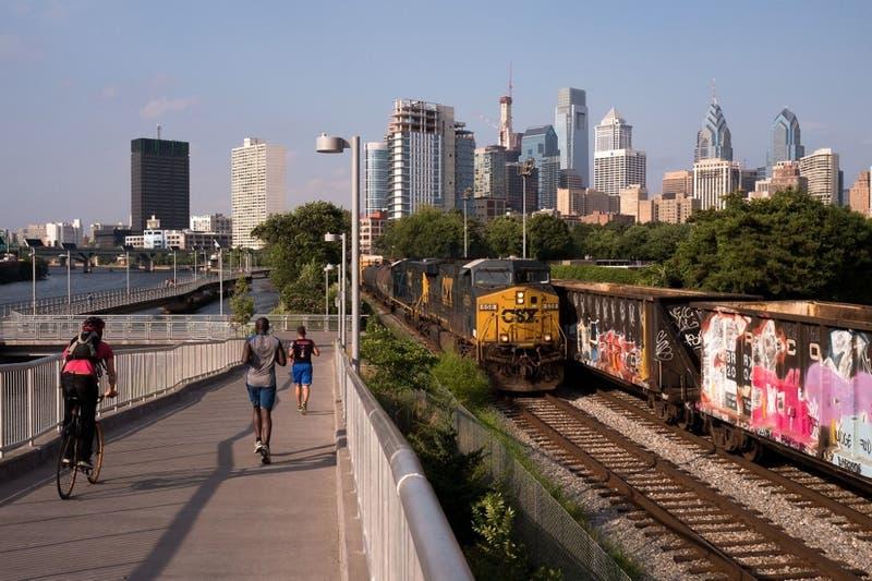 Una mujer es violada en un tren de Philadelphia: Otros pasajeros no intervinieron para ayudarla