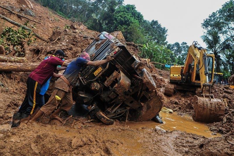 Al menos 25 muertos en inundaciones y corrimientos de tierra en India