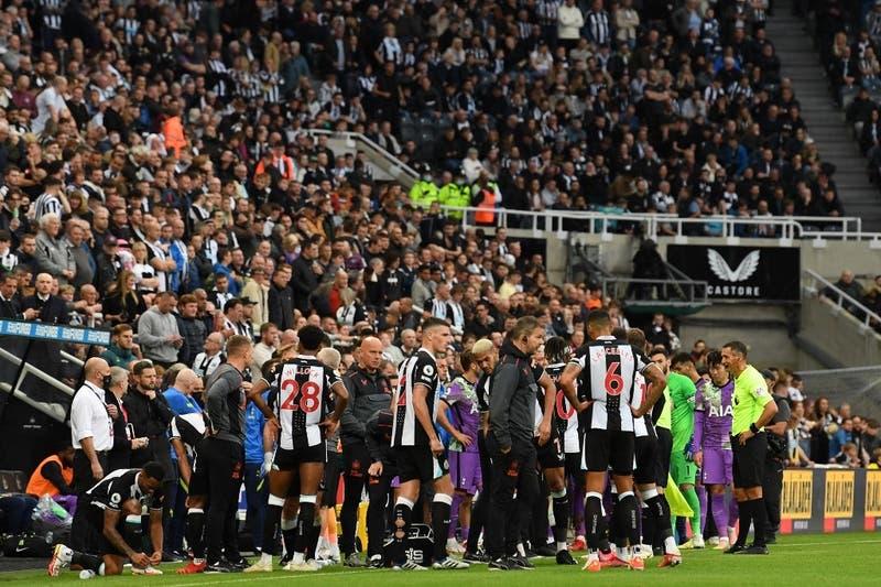 Interrumpido el Newcastle-Tottenham tras sufrir un hincha un desvanecimiento