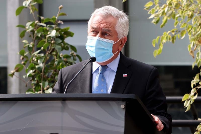 """Ministro Paris asegura que no vacunados """"se van a enfermar, morir y contagiar a sus parientes"""""""