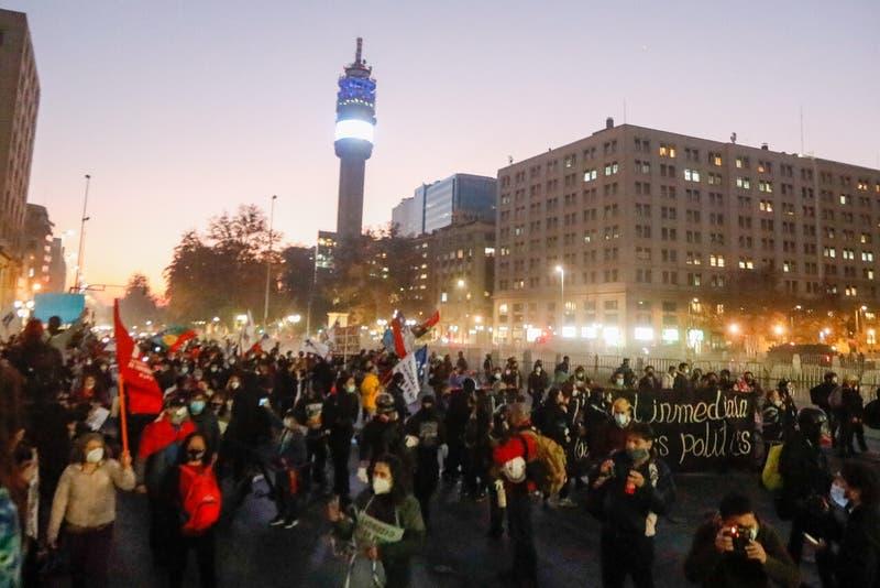 """Diputados de la UDI piden que haya fiscales observando """"in situ"""" las manifestaciones del 18-O"""