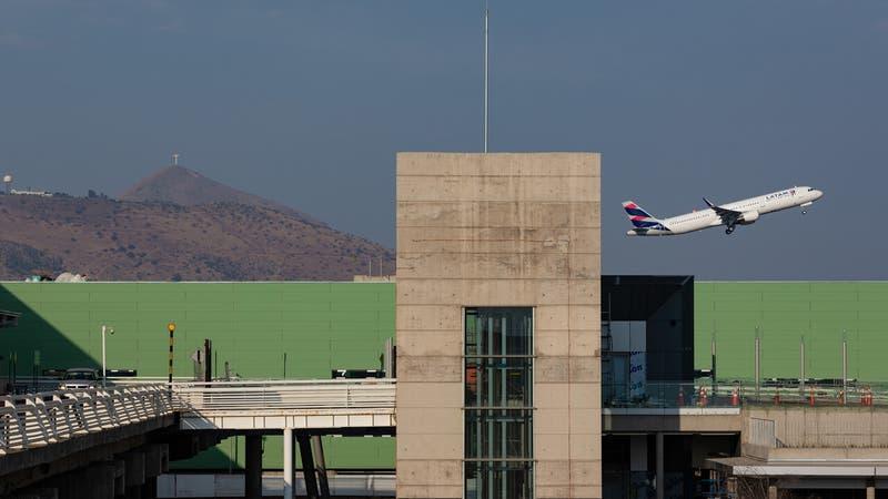 Compañía a cargo de construir la nueva fachada del aeropuerto de Santiago pide su quiebra