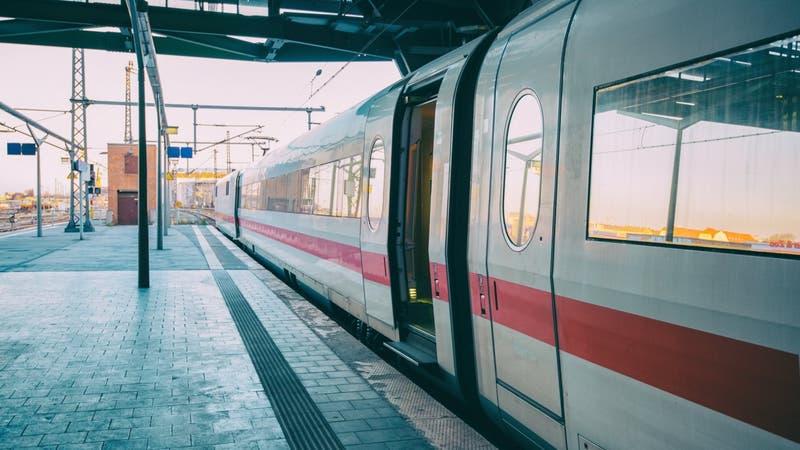 """Mujer fue violada en un tren con pasajeros: """"Es perturbador que nadie haya hecho nada para ayudarla"""""""
