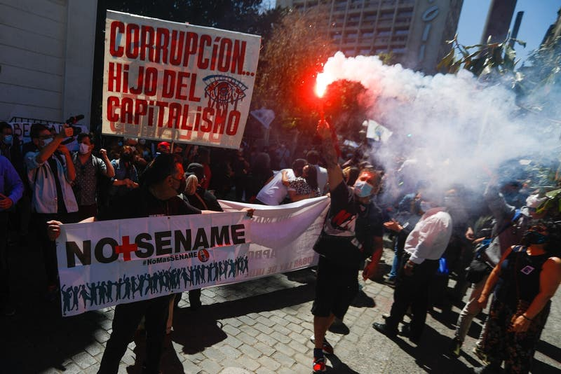 Manifestantes intentaron ingresar a Convención Constitucional en aniversario del 18-O
