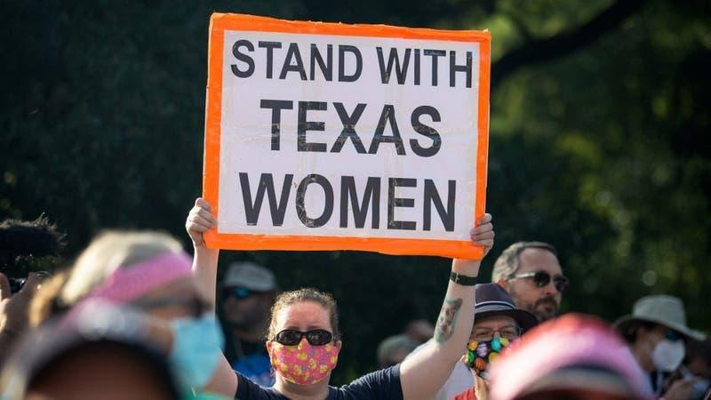 Gobierno de EEUU pide a la Corte Suprema bloquear ley de Texas que restringe severamente el aborto