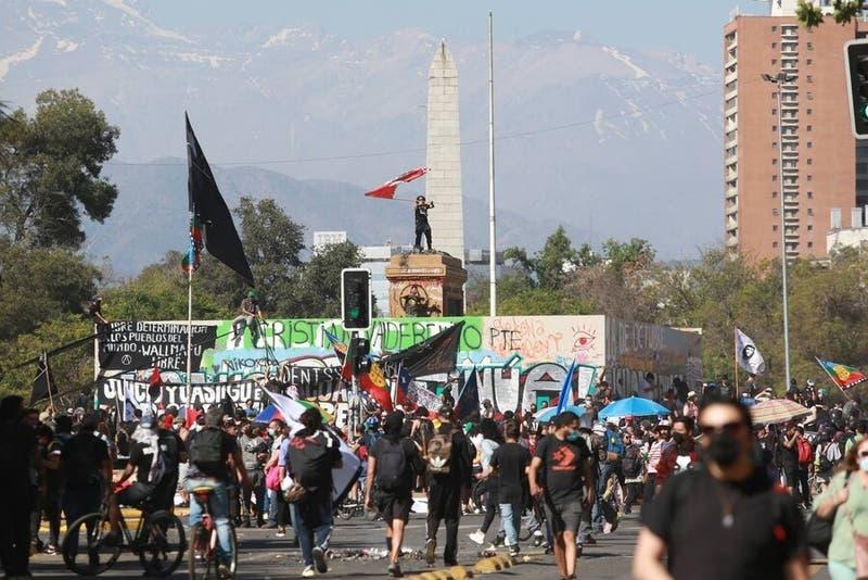 Diversas manifestaciones en Santiago en nuevo aniversario del 18 de octubre
