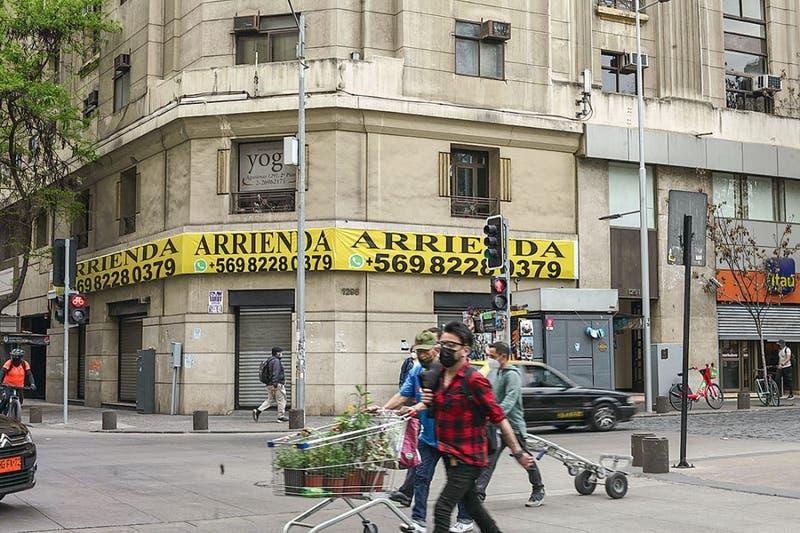 Han cerrado más de 600 comercios: Santiago Centro a dos años del estallido social