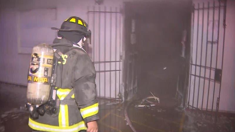 [VIDEO] Intentan saquear y quemar registro civil en Puente Alto