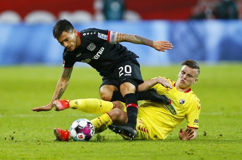 Alarma en La Roja: Bayer Leverkusen informa lesión de Charles Aránguiz y fecha de retorno