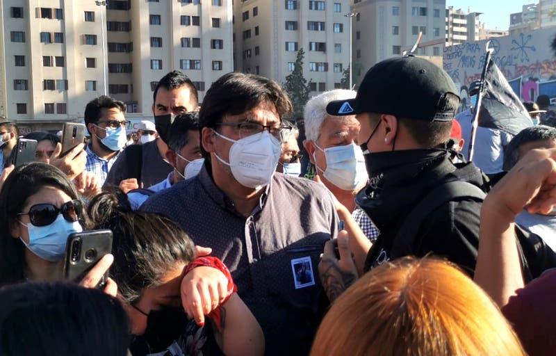 Por qué el PC asistió a la marcha del 18-O en Plaza Baquedano (y el contraste con Boric)