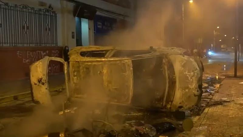 """Habla dueño de auto quemado en La Serena en 18-O: """"Uno no tiene monedas para llegar y comprárselo"""""""