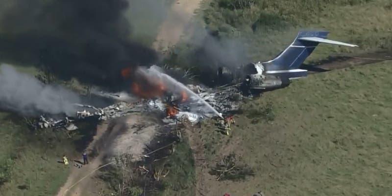 Avión con 21 pasajeros a bordo se estrella en cercanías de aeropuerto en Texas