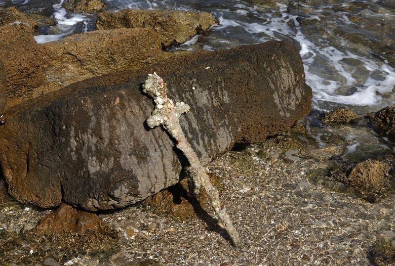 Un buzo encuentra en Israel una espada de un cruzado de hace 900 años