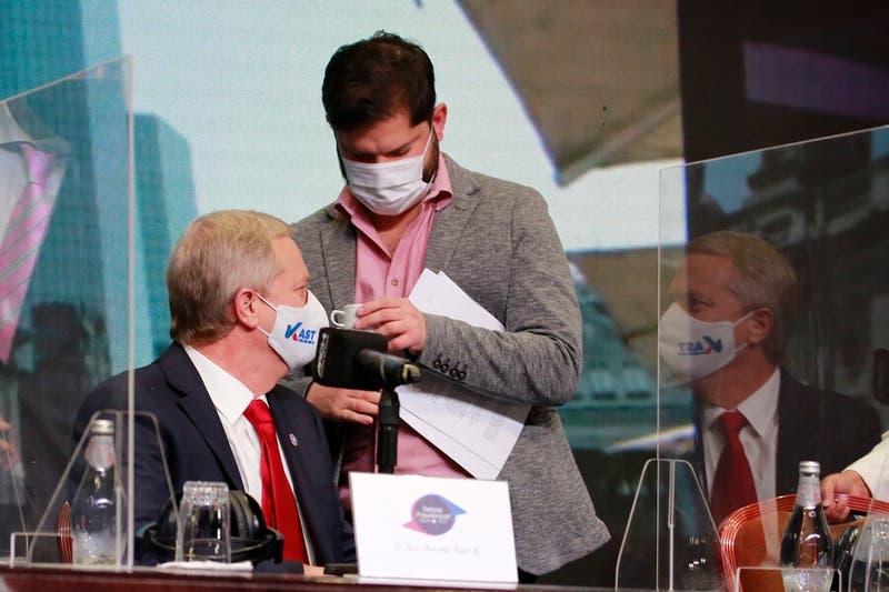 """Kast califica a Boric de """"incoherente"""" tras condena del candidato de izquierda a la violencia"""