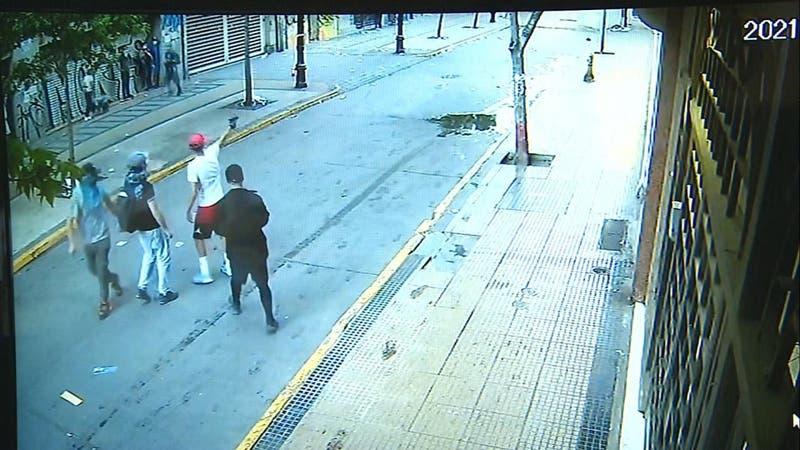 Locales comerciales fueron saqueados en el centro de Santiago